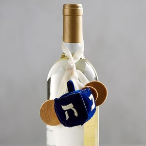 dreidel%20wine%20topper%20-%20419-300?v=1