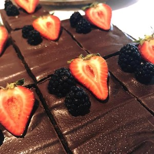 russells%20brownies%20with%20strawberries-300?v=1