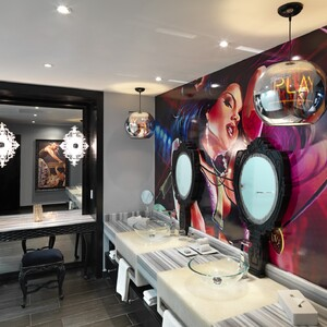 gallery-bret-michaels-rock-star-suite-bathroom-300?v=1