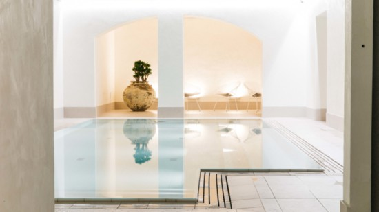 hotel_st_george_care_pool_2_robbie_lawrence_for_design_hotels-550?v=1