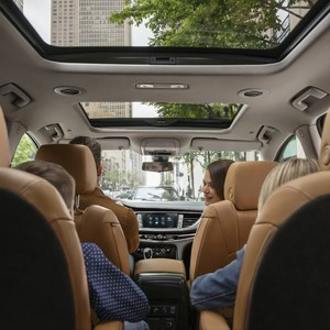19%20buick%20enclave%20interior%20with%20family-300?v=1
