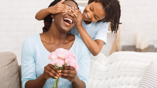 KIRKLAND KIWANIS FOUNDATION HONORS MOTHERS