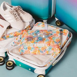 oh-joy-packing-cubes-floral-lifestyle-in-luggage_c082aebc-0dc7-4d12-9b8e-49437a21fbb9_1000x1000-300?v=10