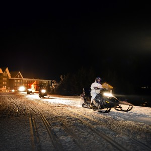 snowmobile%20night-300?v=1