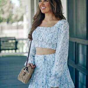 near-the-shore-floral-crop-top_2-300?v=1