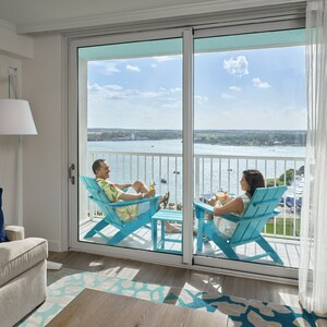 resort%20tower%20lakeview%20balcony%20suite_talent-300?v=1
