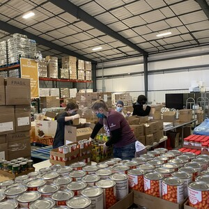 volunteers%20building%20senior%20feeding%20boxes-300?v=1