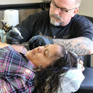 owner-artist%20rick%20sutherland%20of%20clear%20vision%20tattoo%20with%20recipient%20marisela-300?v=4