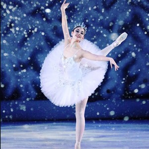 snow%20scene%20op%202alumni%20emiko%20flanagan%20currently%20dancing%20with%20opera%20de%20lyon%20in%20france%20robert%20yeager-300?v=1